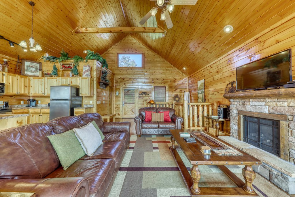 Photo of a Pigeon Forge Cabin named Hillbilly Highrise - This is the twelfth photo in the set.