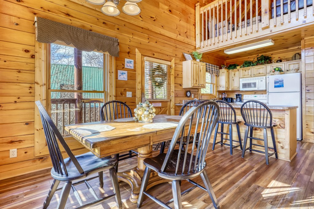 Photo of a Pigeon Forge Cabin named Hunters Hideaway - This is the twentieth photo in the set.