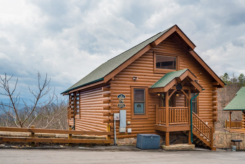 Photo of a Pigeon Forge Cabin named Hillbilly Highrise - This is the twenty-second photo in the set.