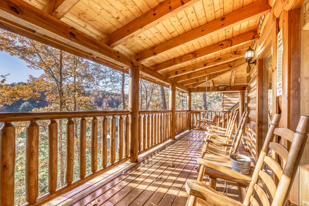 Photo of a Sevierville Cabin named Holiday Haven - This is the fourth photo in the set.