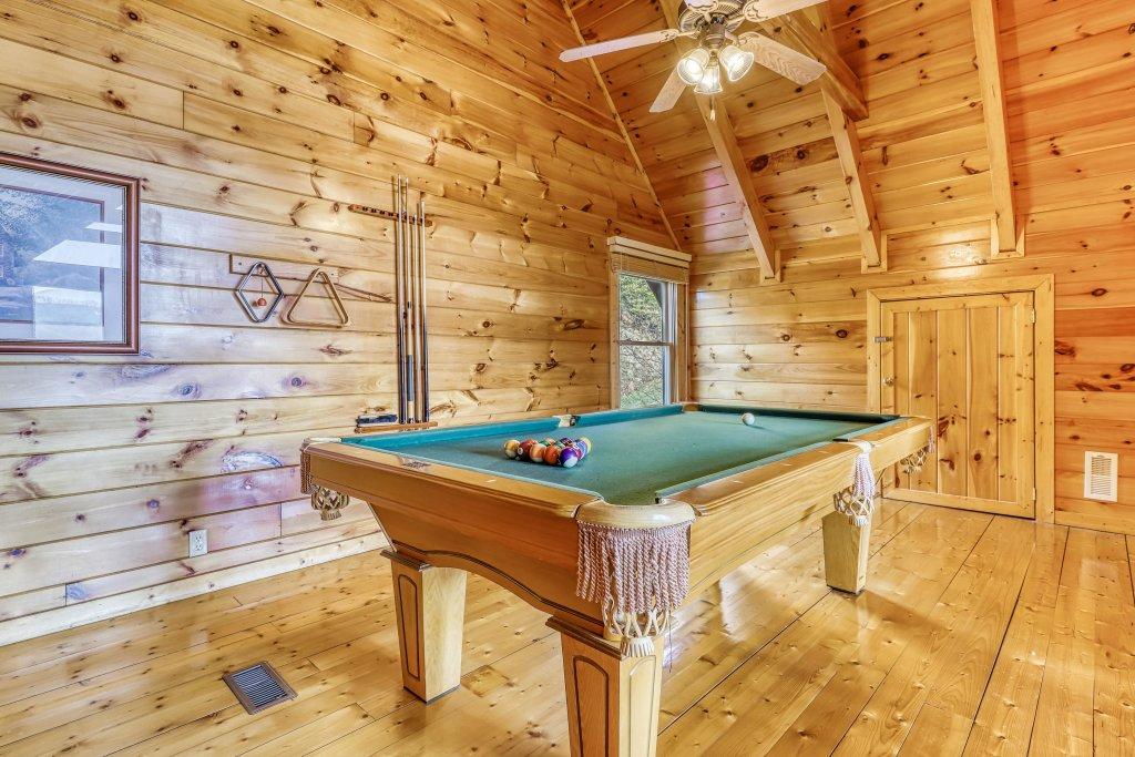 Photo of a Pigeon Forge Cabin named Hunters Hideaway - This is the twenty-second photo in the set.
