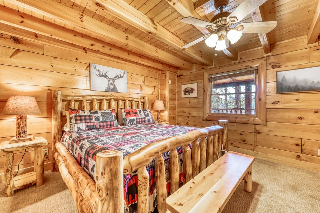 Photo of a Sevierville Cabin named Holiday Haven - This is the twenty-first photo in the set.