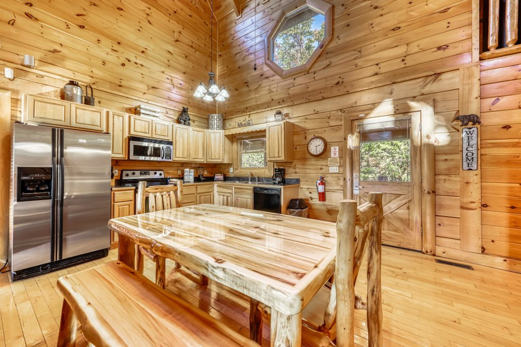 Photo of a Sevierville Cabin named Holiday Haven - This is the seventh photo in the set.