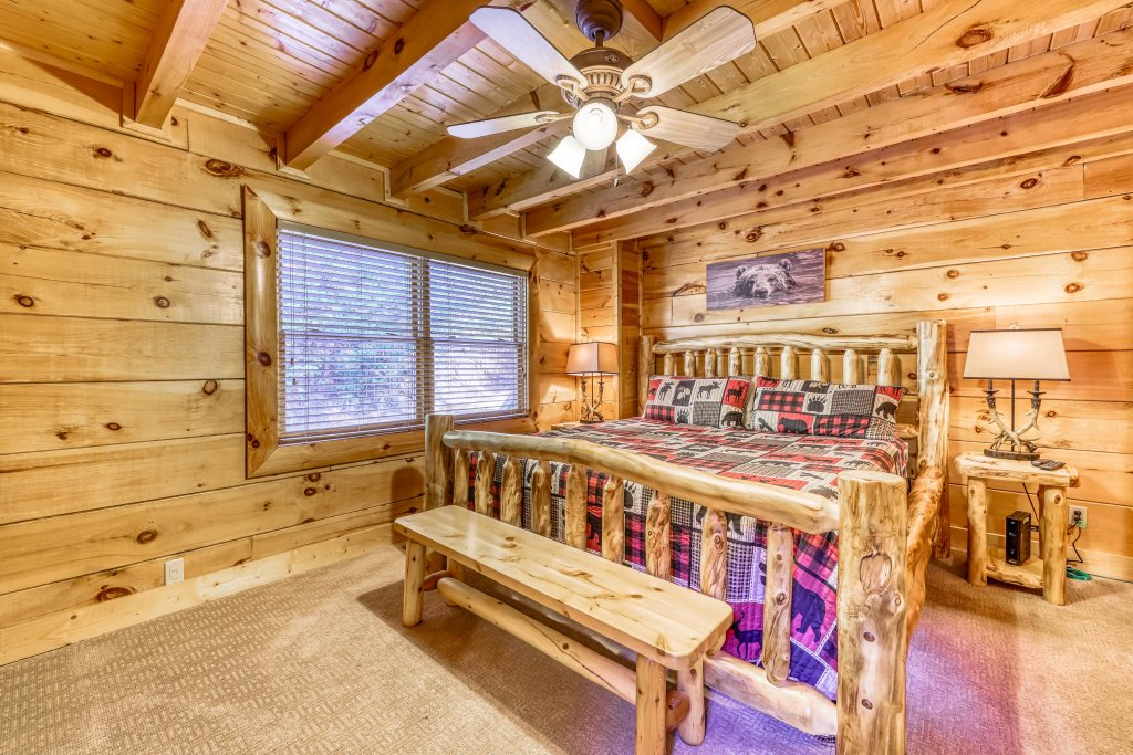Photo of a Sevierville Cabin named Holiday Haven - This is the nineteenth photo in the set.