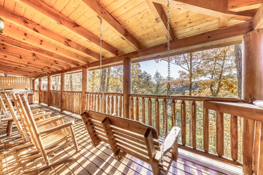 Photo of a Sevierville Cabin named Holiday Haven - This is the twenty-second photo in the set.