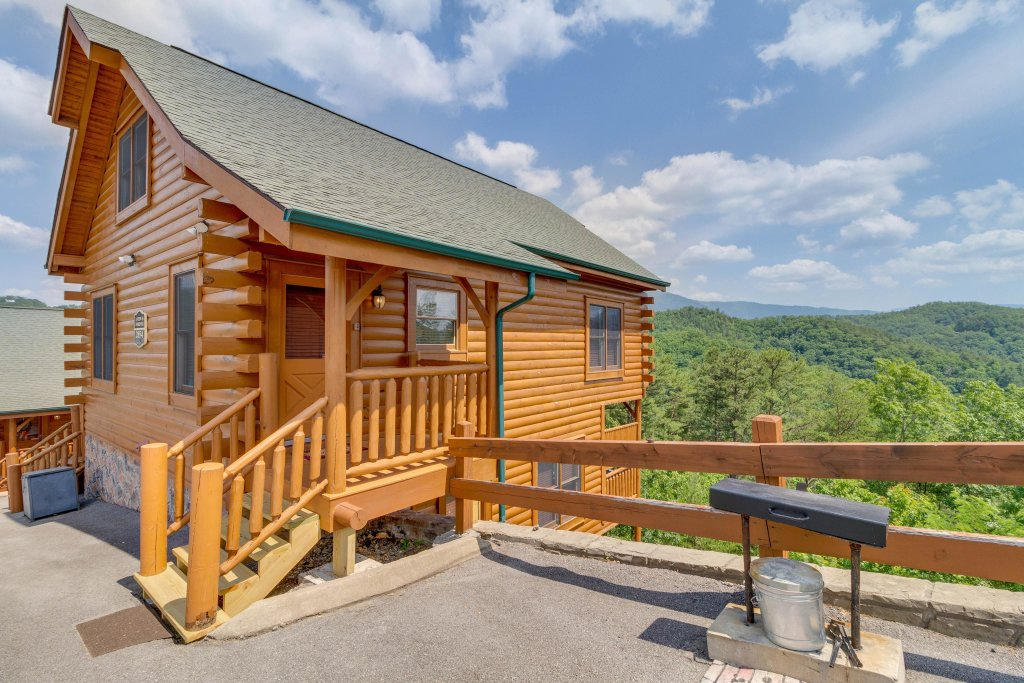 Photo of a Sevierville Cabin named A View Is Forever - This is the fourth photo in the set.