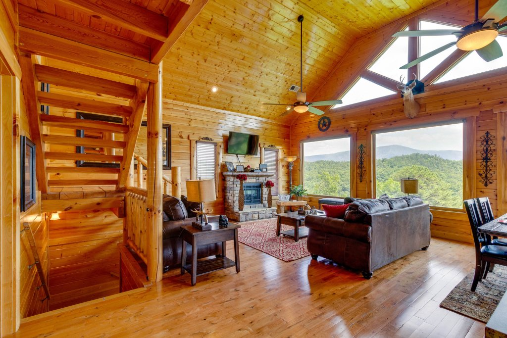 Photo of a Sevierville Cabin named A View Is Forever - This is the fifteenth photo in the set.