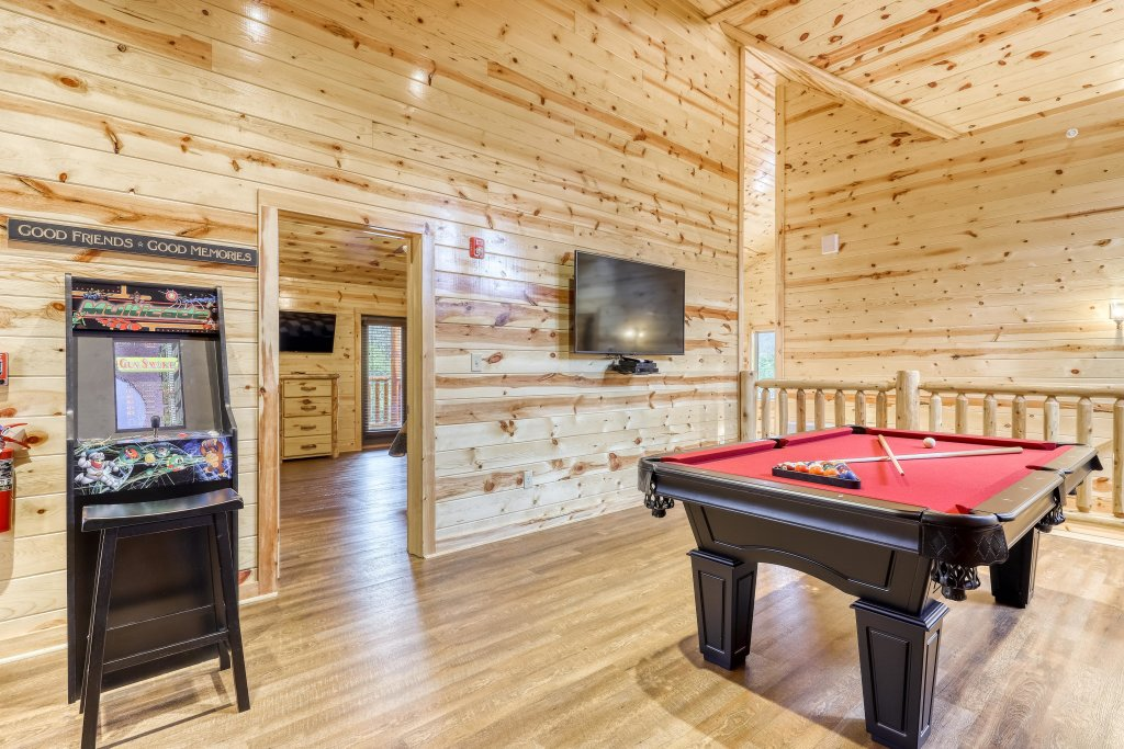 Photo of a Sevierville Cabin named Mountain High Cinema - This is the third photo in the set.