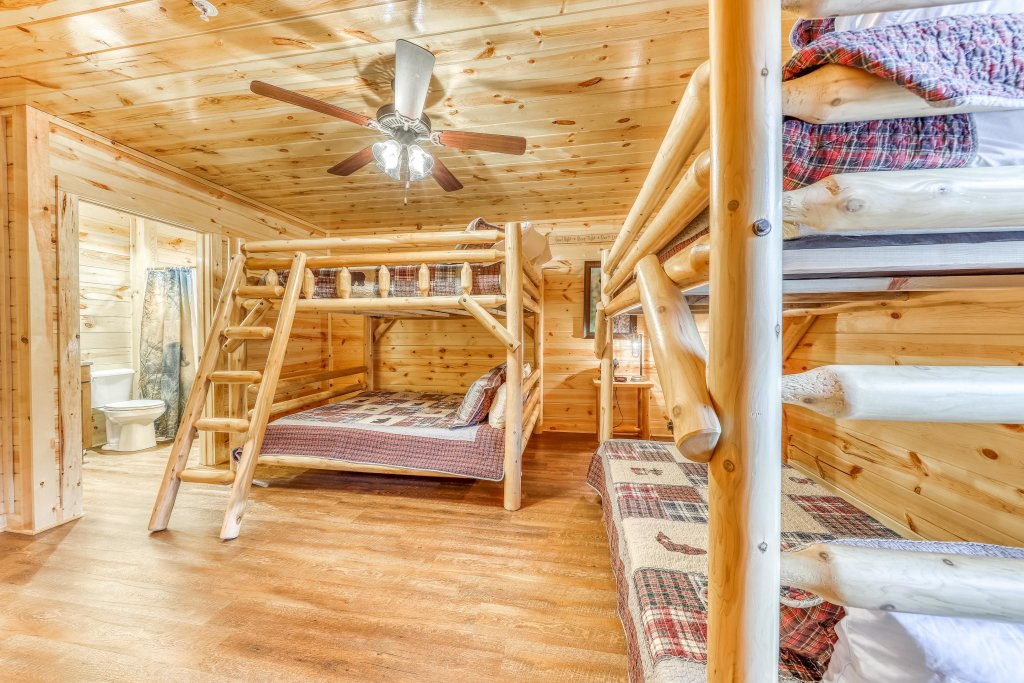 Photo of a Sevierville Cabin named Mountain High Cinema - This is the thirty-second photo in the set.
