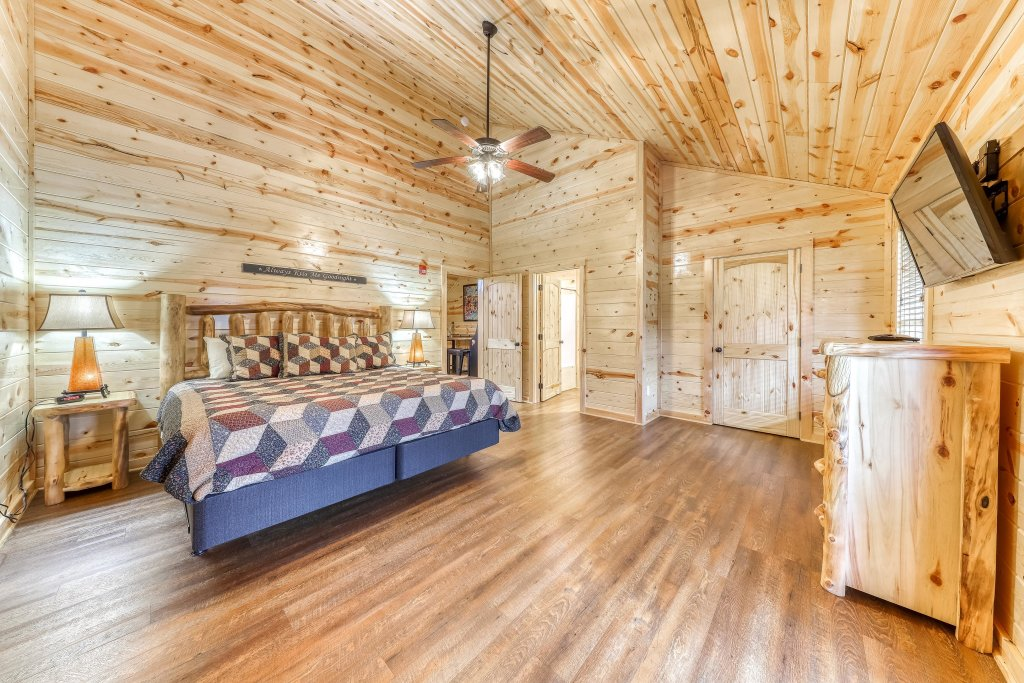 Photo of a Sevierville Cabin named Mountain High Cinema - This is the seventeenth photo in the set.