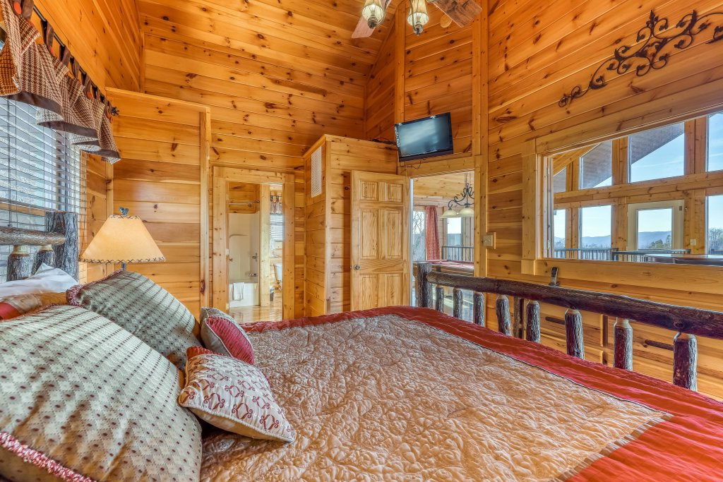 Photo of a Pigeon Forge Cabin named Panoramic Point - This is the nineteenth photo in the set.