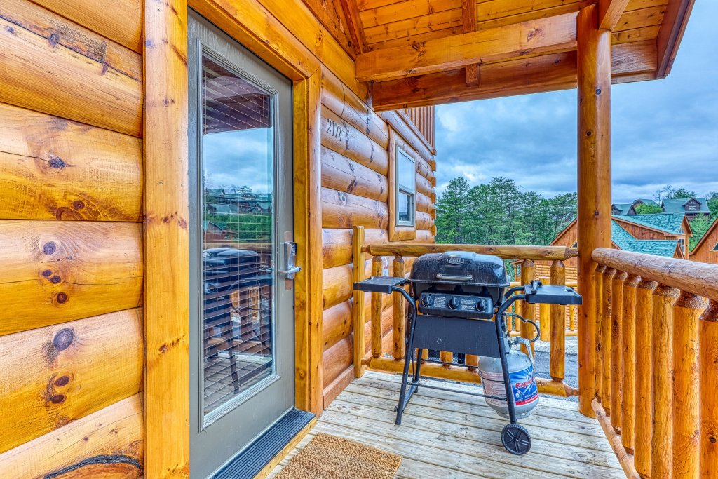Photo of a Sevierville Cabin named Mountain High Cinema - This is the fortieth photo in the set.