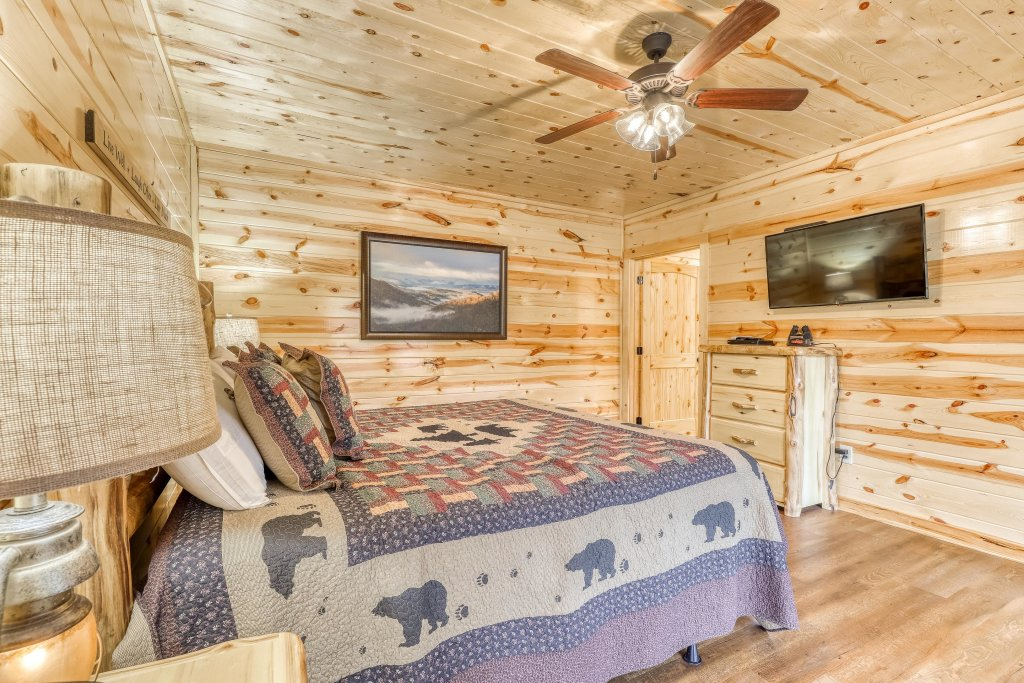 Photo of a Sevierville Cabin named Mountain High Cinema - This is the twenty-second photo in the set.