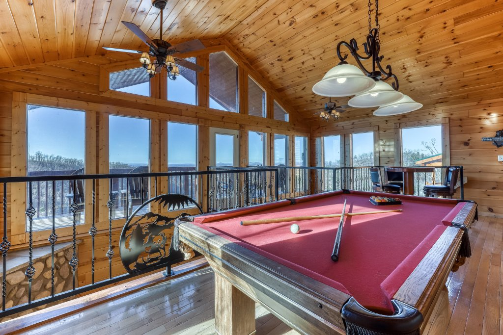 Photo of a Pigeon Forge Cabin named Panoramic Point - This is the first photo in the set.