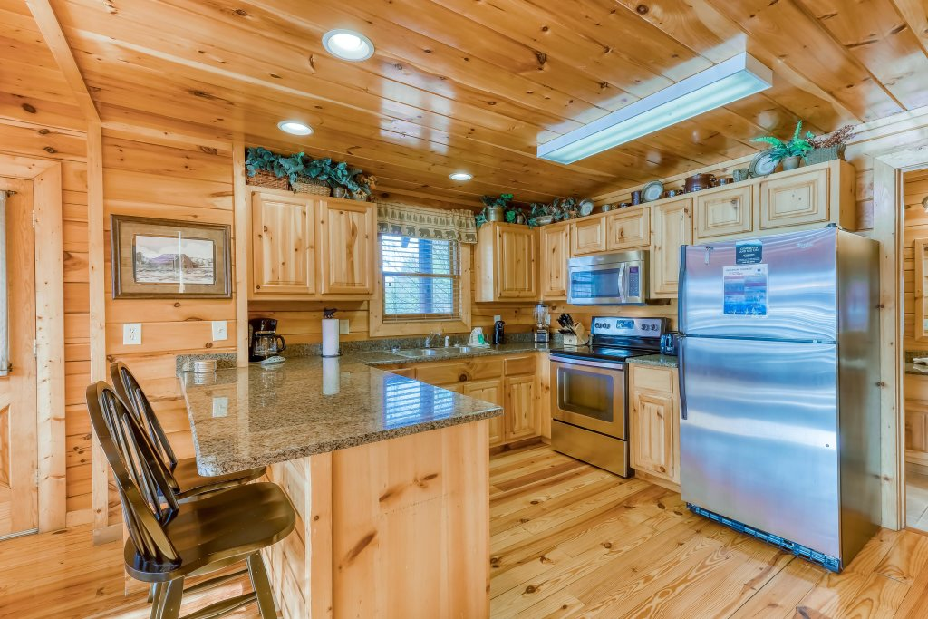 Photo of a Pigeon Forge Cabin named Vista Point - This is the nineteenth photo in the set.