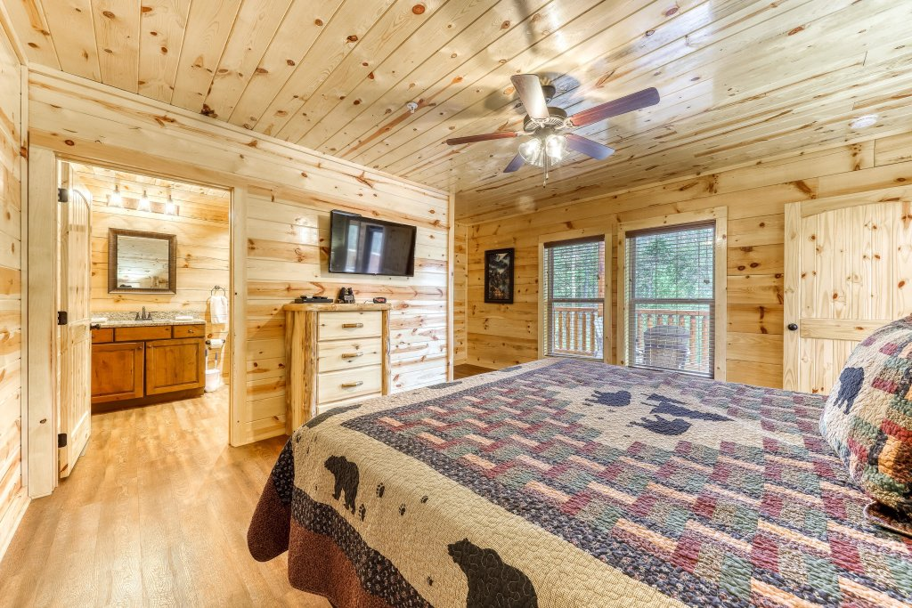 Photo of a Sevierville Cabin named Mountain High Cinema - This is the twenty-third photo in the set.