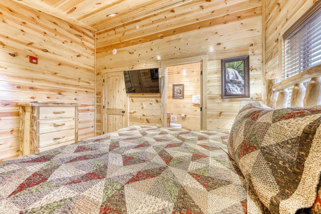 Photo of a Sevierville Cabin named Mountain High Cinema - This is the twentieth photo in the set.