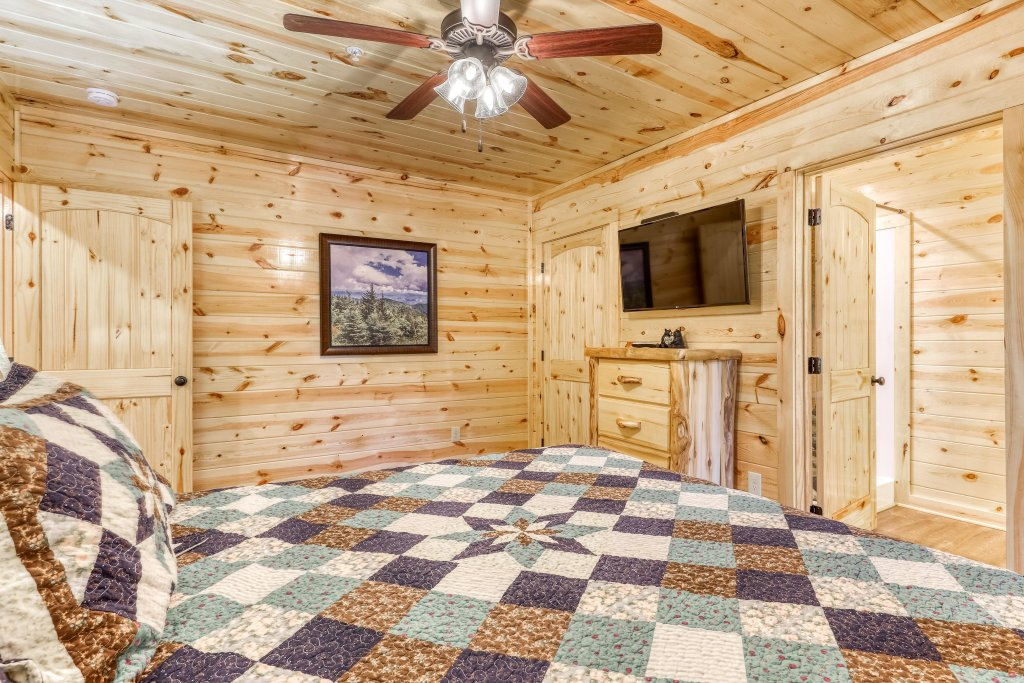 Photo of a Sevierville Cabin named Mountain High Cinema - This is the twenty-ninth photo in the set.