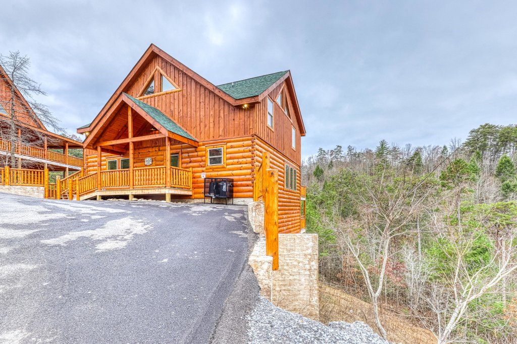 Photo of a Sevierville Cabin named Mountain High Cinema - This is the thirty-sixth photo in the set.