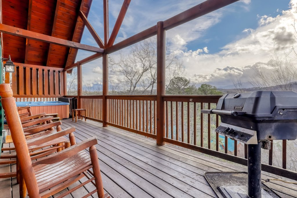 Photo of a Pigeon Forge Cabin named Vista Point - This is the forty-second photo in the set.
