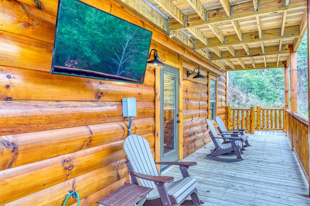 Photo of a Sevierville Cabin named Mountain High Cinema - This is the thirty-seventh photo in the set.