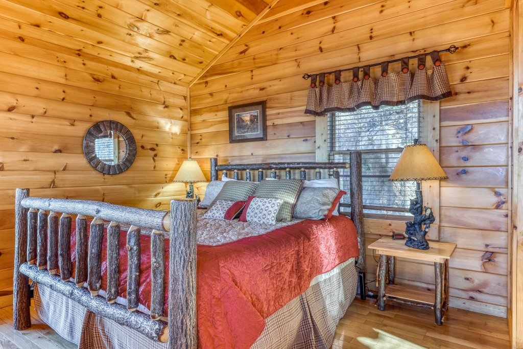 Photo of a Pigeon Forge Cabin named Panoramic Point - This is the eighteenth photo in the set.