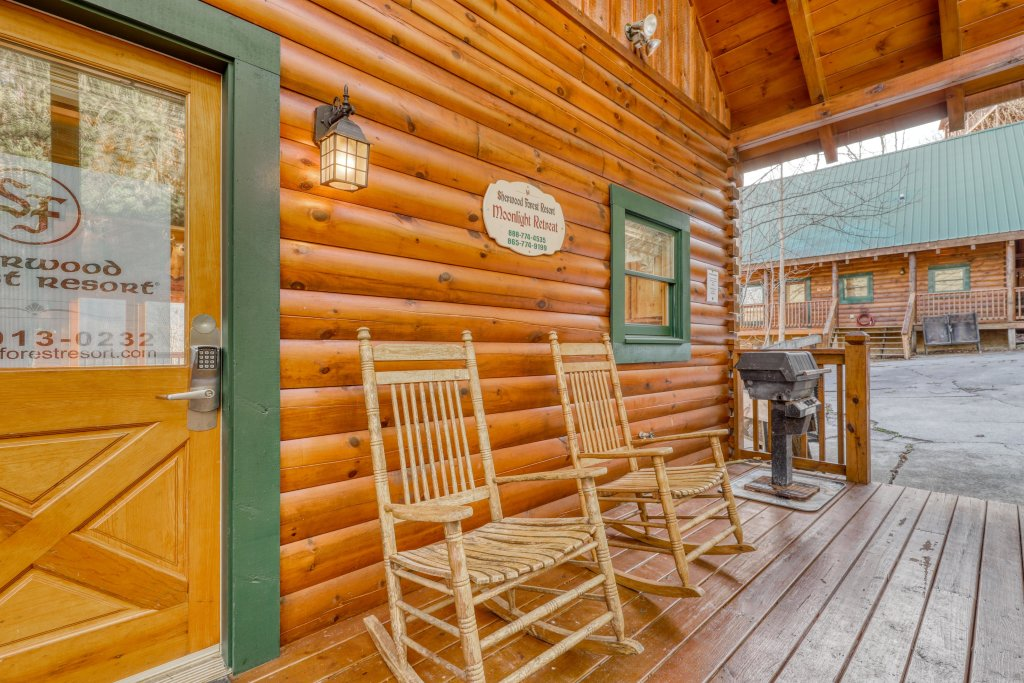 Photo of a Pigeon Forge Cabin named Moonlight Retreat - This is the twenty-third photo in the set.
