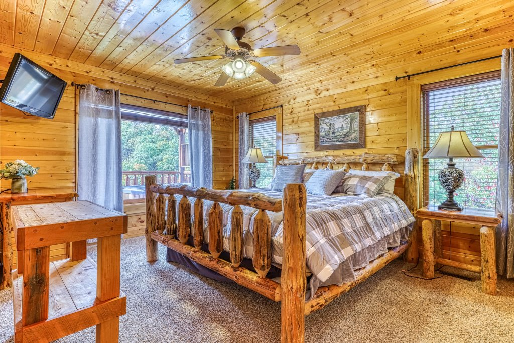 Photo of a Pigeon Forge Cabin named View Of Paradise - This is the nineteenth photo in the set.