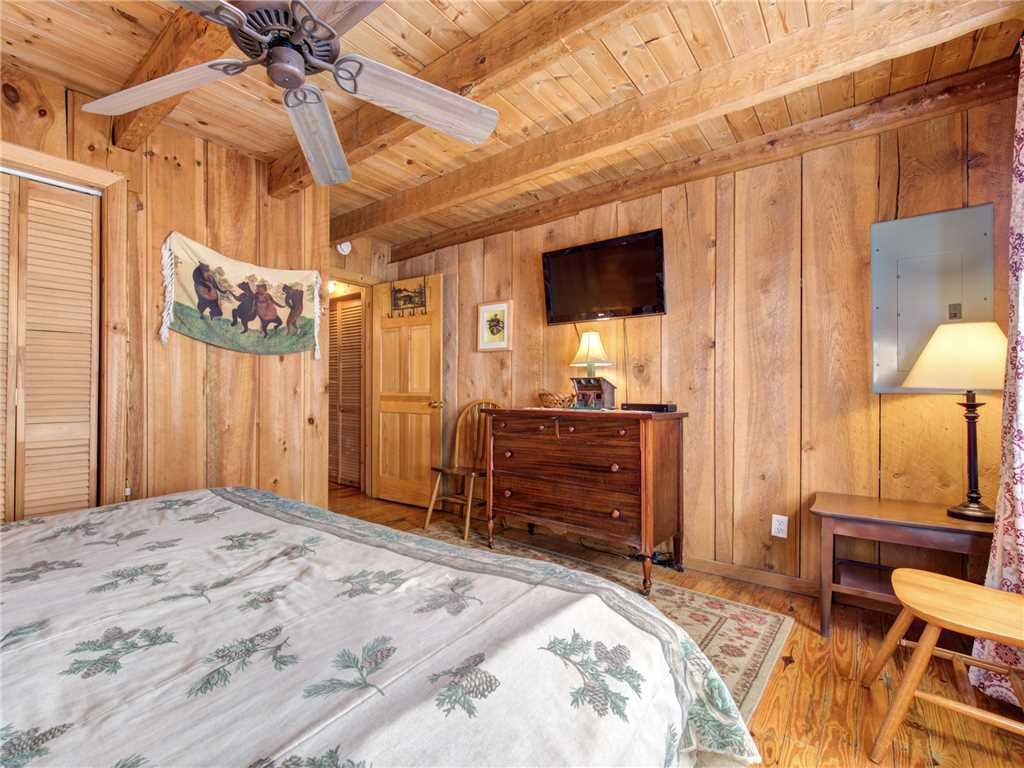 Photo of a Gatlinburg Cabin named Bear Cave Haus - This is the sixteenth photo in the set.