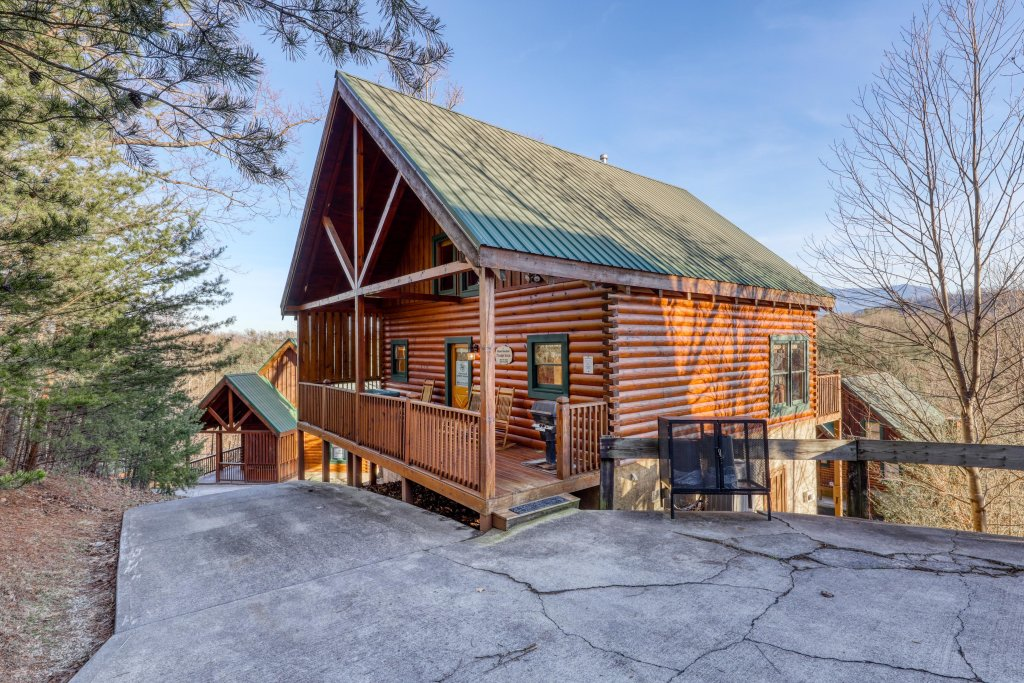 Photo of a Pigeon Forge Cabin named Moonlight Retreat - This is the first photo in the set.