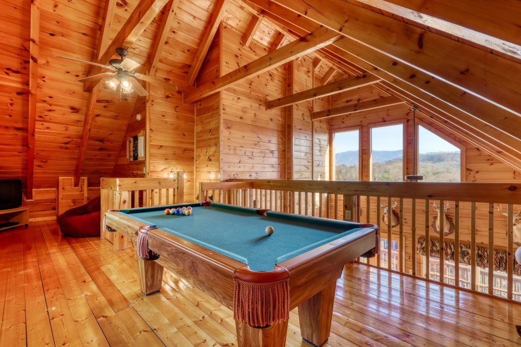 Photo of a Pigeon Forge Cabin named Moonlight Retreat - This is the twenty-first photo in the set.