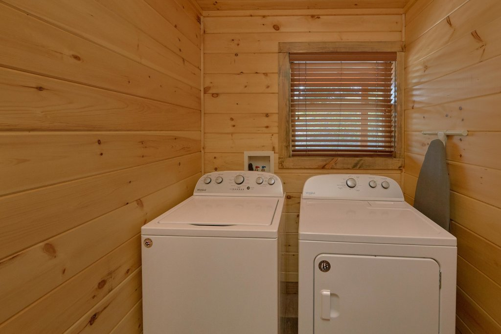 Photo of a Sevierville Cabin named Timber Woods Lodge - This is the twenty-eighth photo in the set.