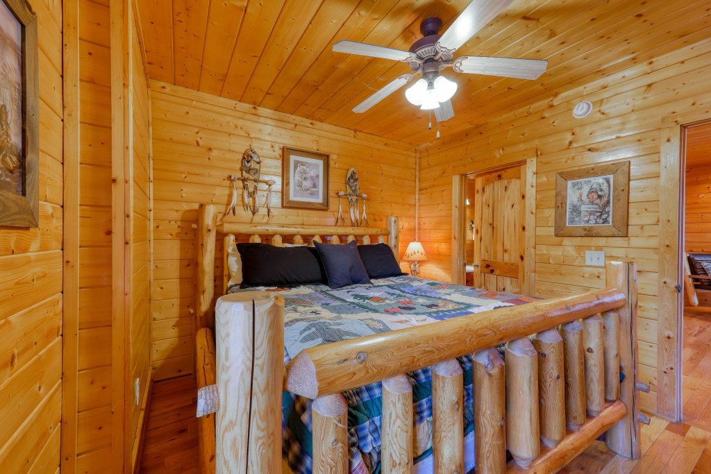 Photo of a Sevierville Cabin named A Walk In The Clouds - This is the sixteenth photo in the set.