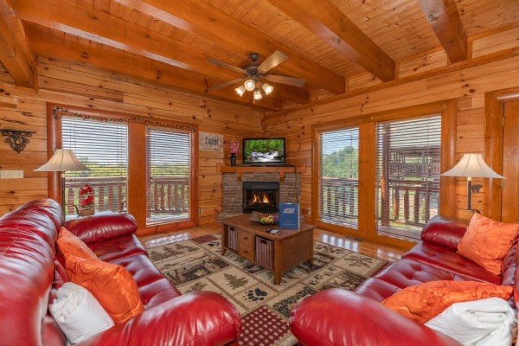 Photo of a Sevierville Cabin named Galaxy Splash - This is the fourth photo in the set.