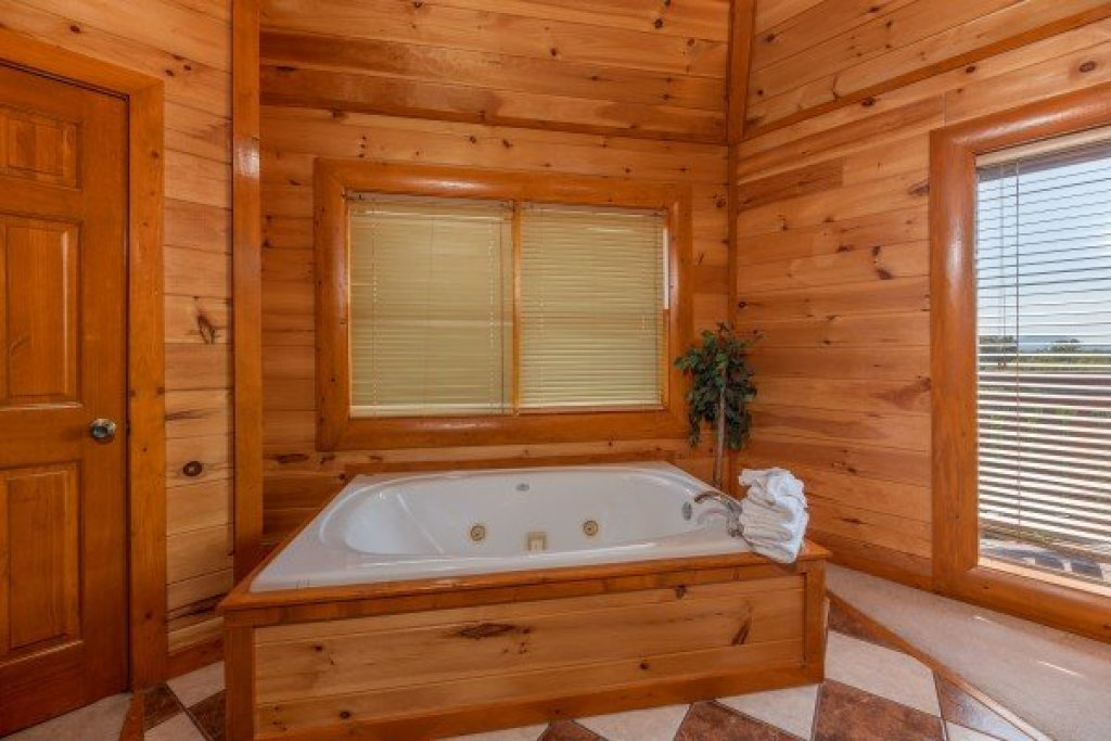 Photo of a Sevierville Cabin named Galaxy Splash - This is the twenty-third photo in the set.