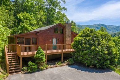 2 Bedroom, 2 Bath, Semi-secluded Cabin With An Incredible Mountain View.