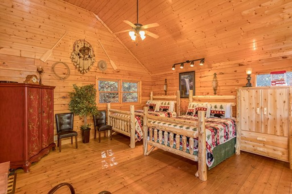 Photo of a Pigeon Forge Cabin named Smokey Max Cabin - This is the sixteenth photo in the set.