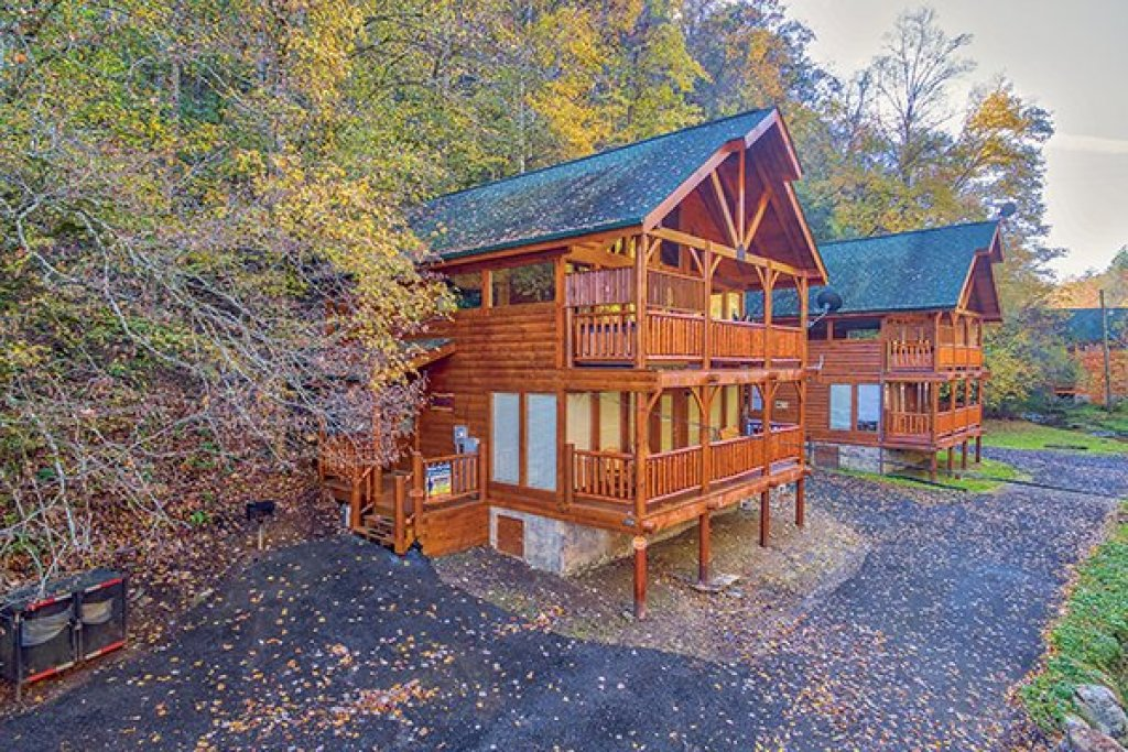 Photo of a Pigeon Forge Cabin named Smokey Max Cabin - This is the twenty-second photo in the set.