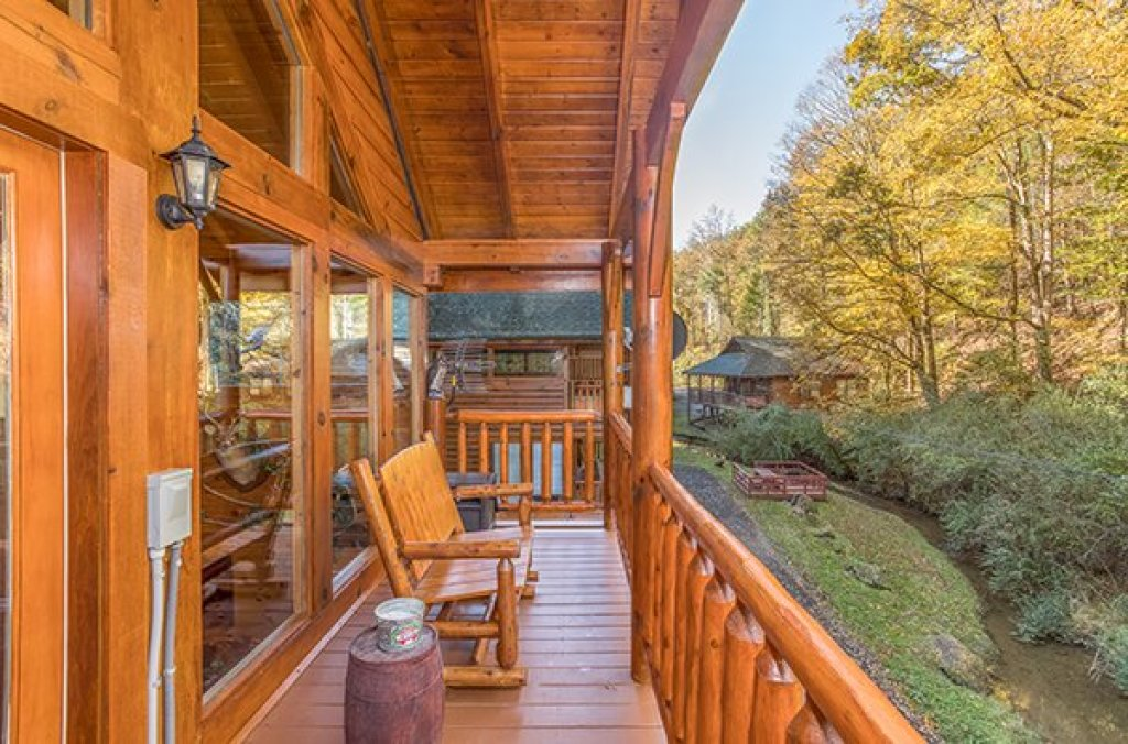 Photo of a Pigeon Forge Cabin named Smokey Max Cabin - This is the twenty-first photo in the set.