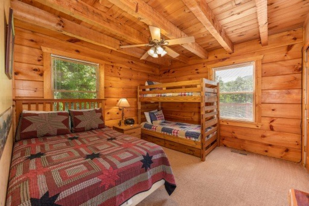 Photo of a Pigeon Forge Cabin named Eagle's Loft - This is the twelfth photo in the set.