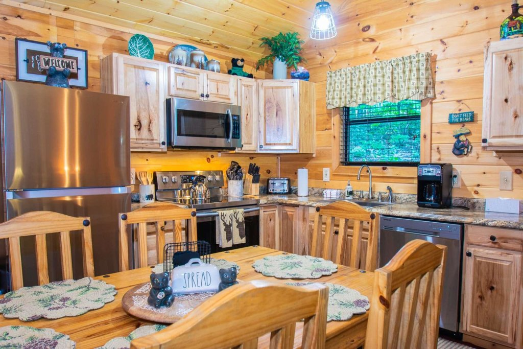 Photo of a Sevierville Cabin named Black Bear Paws - This is the third photo in the set.