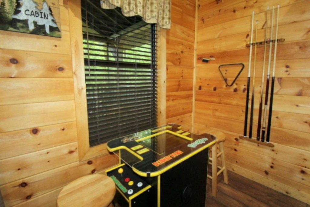 Photo of a Sevierville Cabin named Black Bear Paws - This is the fifth photo in the set.