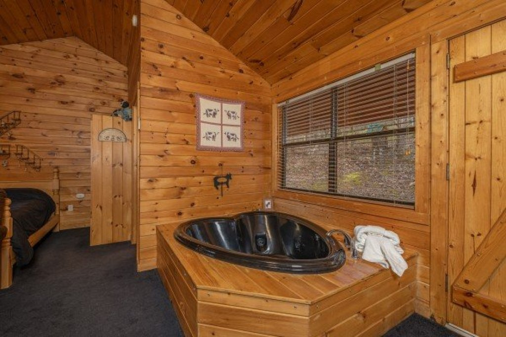 Photo of a Pigeon Forge Cabin named Country Getaway - This is the seventh photo in the set.