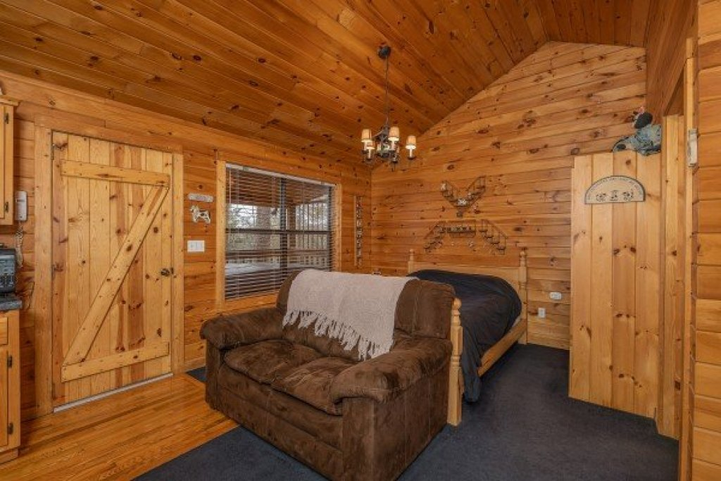 Photo of a Pigeon Forge Cabin named Country Getaway - This is the fifth photo in the set.