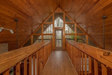 3 Bedroom, 3 Bathroom Family Cabin Only Half A Mile From Dollywood.