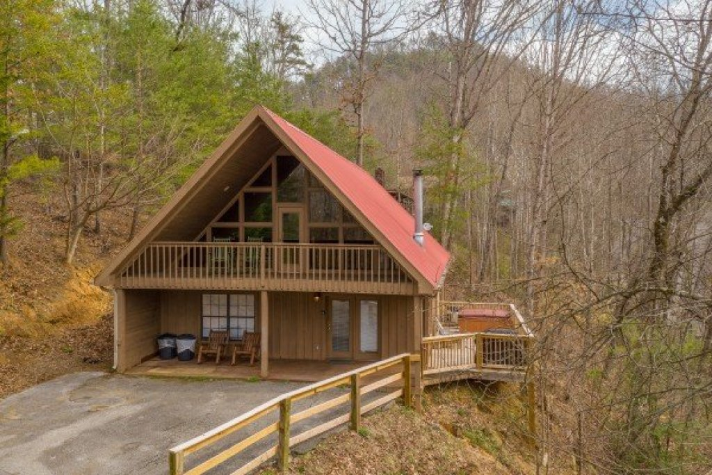 Photo of a Pigeon Forge Cabin named Around The Bend - This is the second photo in the set.