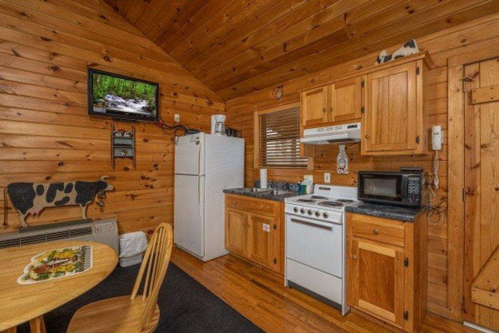 Photo of a Pigeon Forge Cabin named Country Getaway - This is the fourth photo in the set.