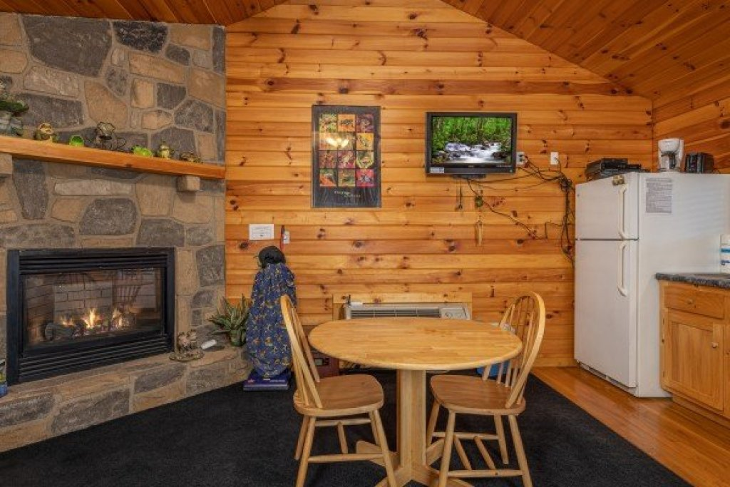 Photo of a Pigeon Forge Cabin named Lily Pad - This is the second photo in the set.