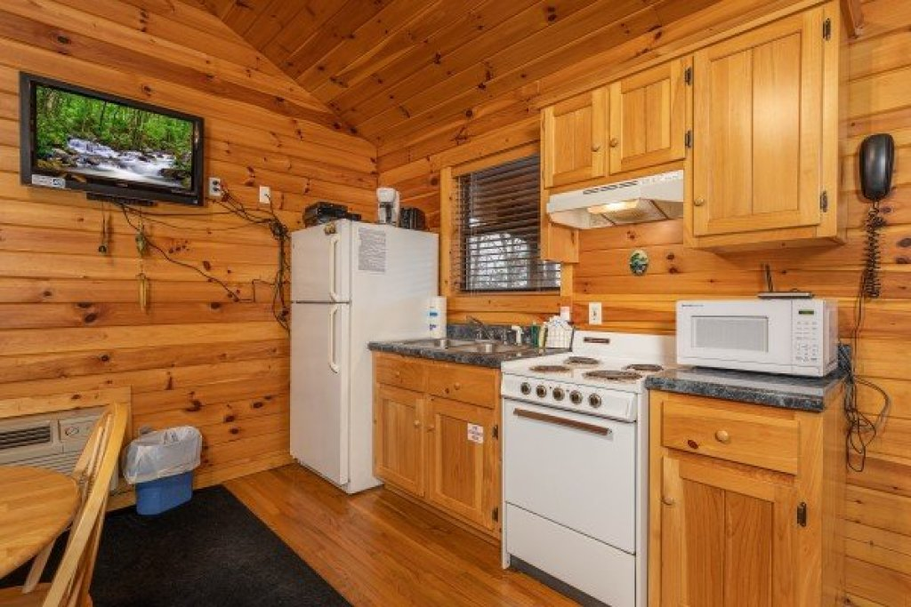 Photo of a Pigeon Forge Cabin named Lily Pad - This is the fourth photo in the set.