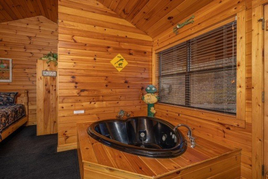 Photo of a Pigeon Forge Cabin named Lily Pad - This is the eighth photo in the set.